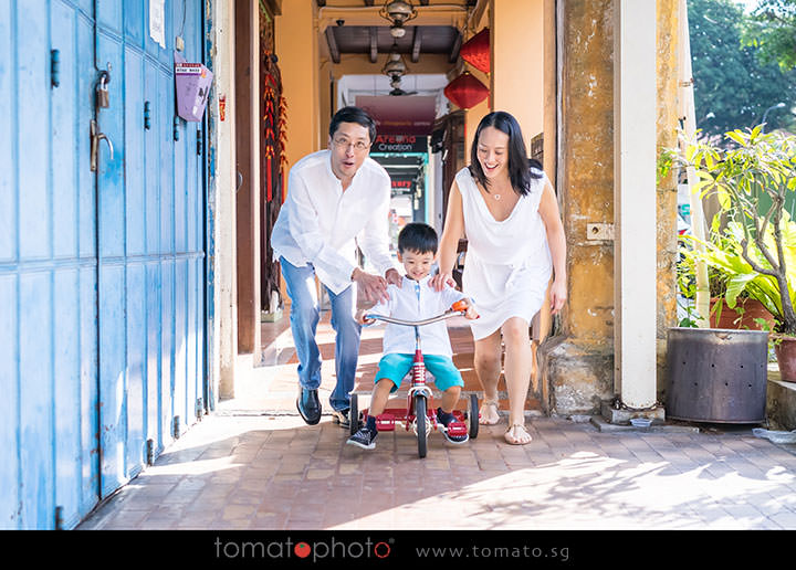 family_photographer_singapore_outdoors
